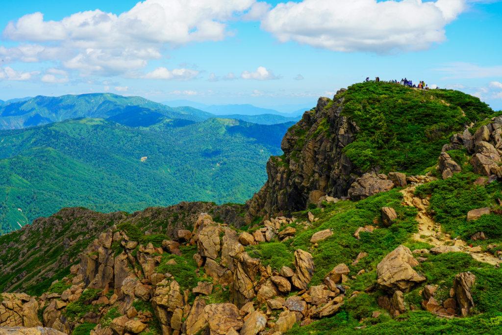 至仏山・尾瀬ヶ原・至仏山山頂を南から写す