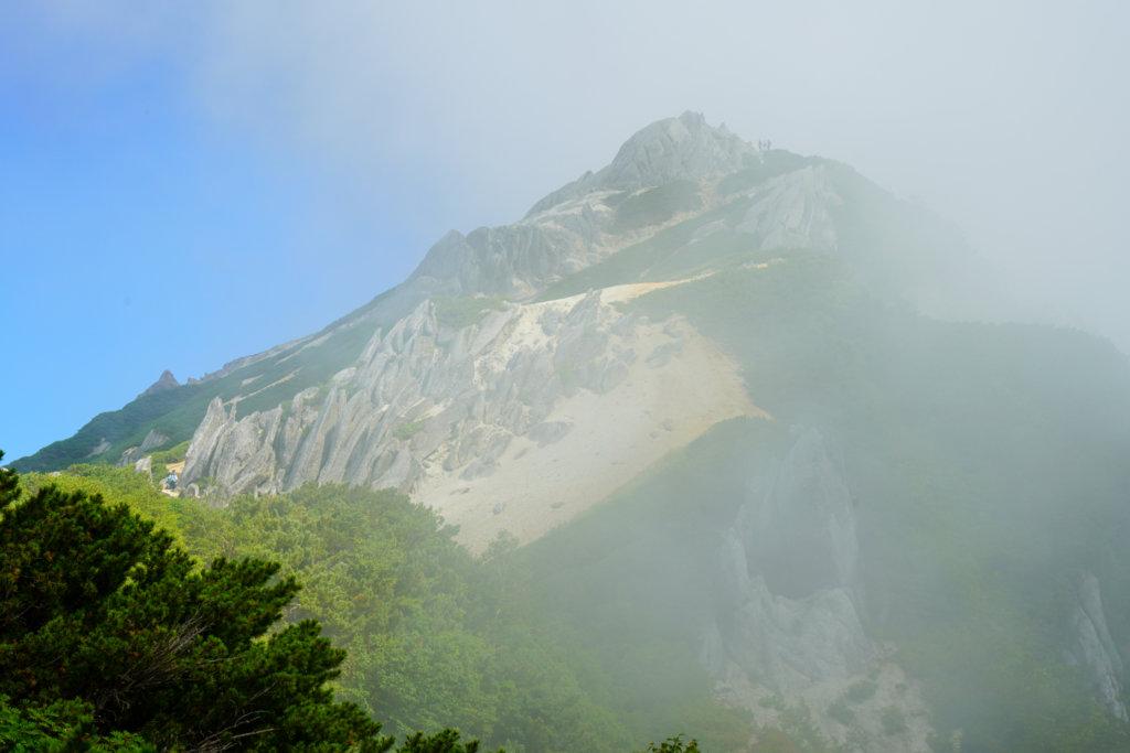 燕岳・霧に包まれる燕岳