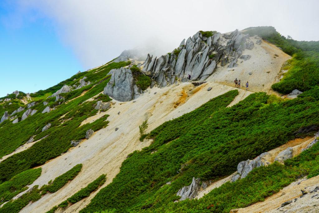 燕岳・山頂を目指す