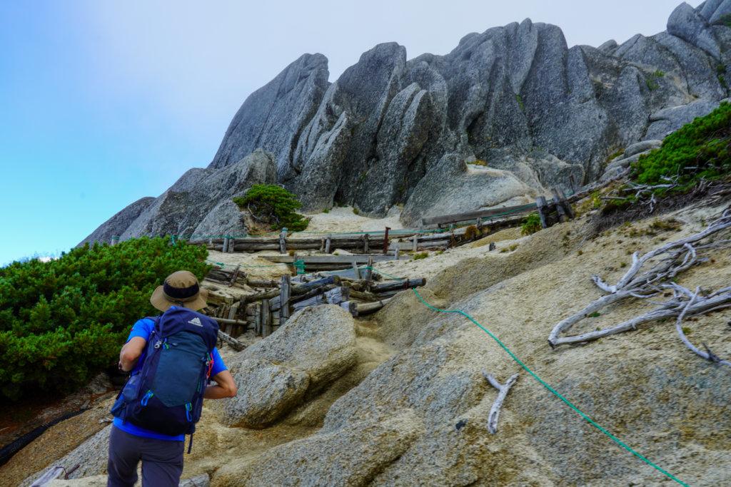 燕岳・山頂へ