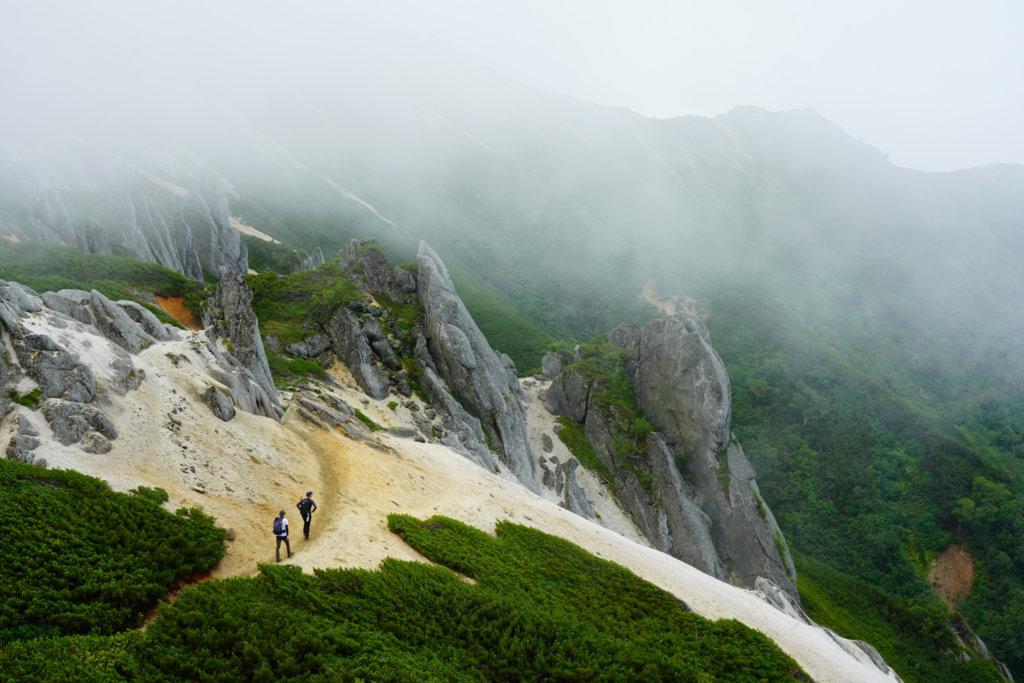 燕岳・霧が濃くなる