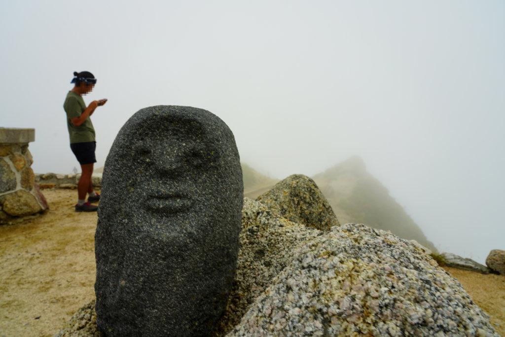 燕岳・「山の版画家」畦地梅太郎(あぜちうめたろう)さんの山男の像